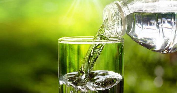 Αποτέλεσμα εικόνας για αν πίνετε νερό με άδειο στομάχι μόλις ξυπνάτε