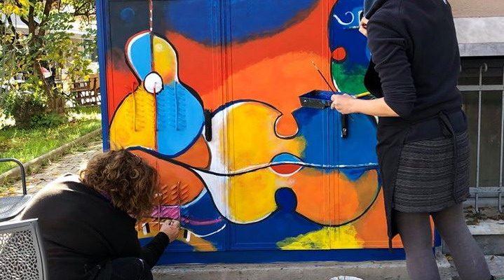 Ο Σύλλογος Τρικαλινών ζωγράφων ομορφαίνει την πόλη ζωγραφίζοντας τα ΚΑΦΑΟ